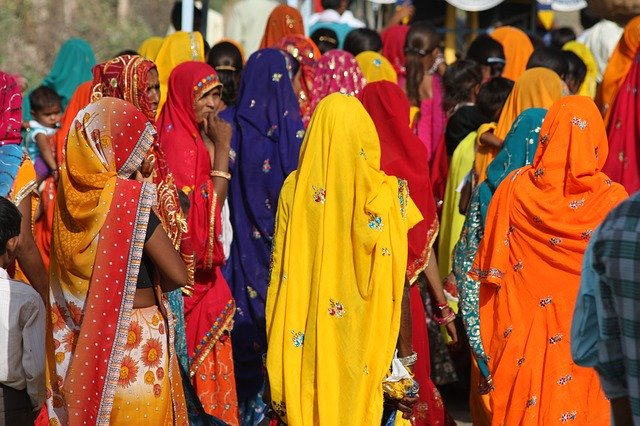 colourfully dressed rajasthan women