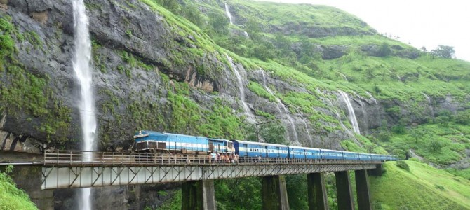 Travelling options from Mumbai to Kerala