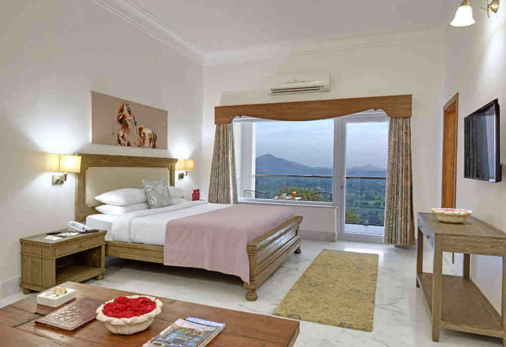 top hotels in Udiapur with lake view