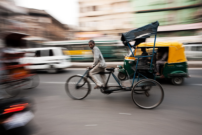 091201_delhi_india_cycle_rickshaw_motion_pan_MG_7514