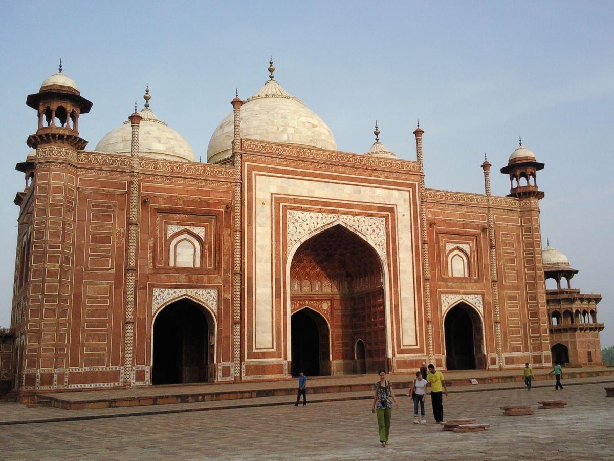 Taj_Mahal_-_La_mosquee_et_son_image_003