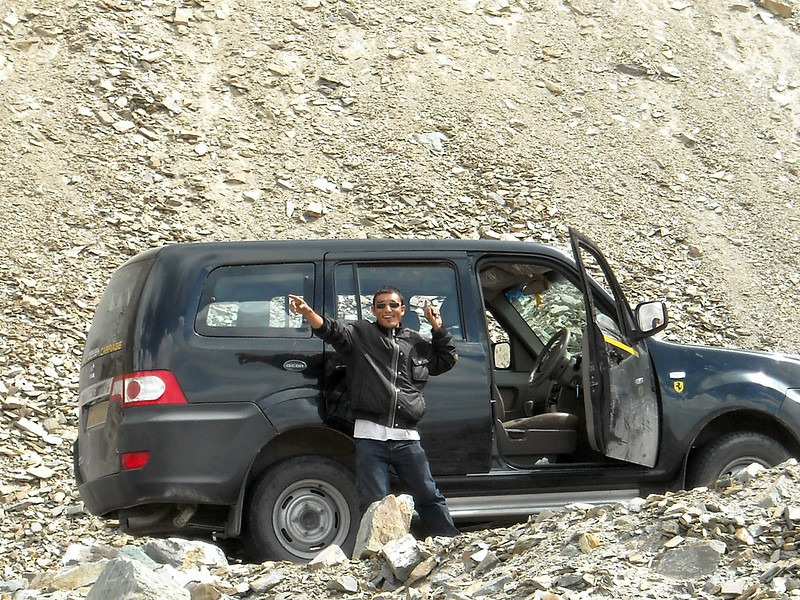 why you should book a car and driver for your trip in India
