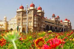 Mysore Palast Südindien, zug in indien