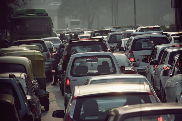 blow horn, trafic in India