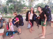 reisen mit kindern, bahnhof goa