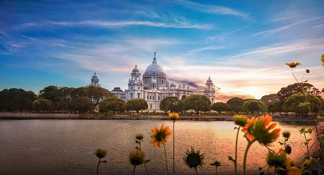 The Victoria Memorial in Calcutta, Food in Kolkata