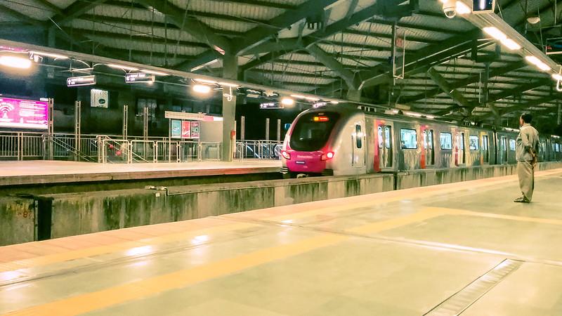 Mumbai metro, Mumbai local trains