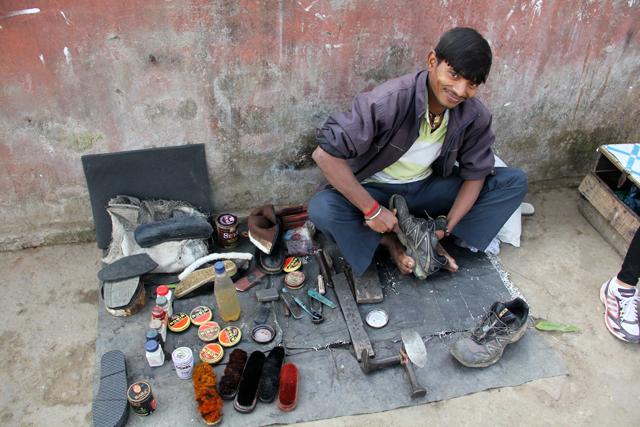 Les reparateurs de chaussures en Inde