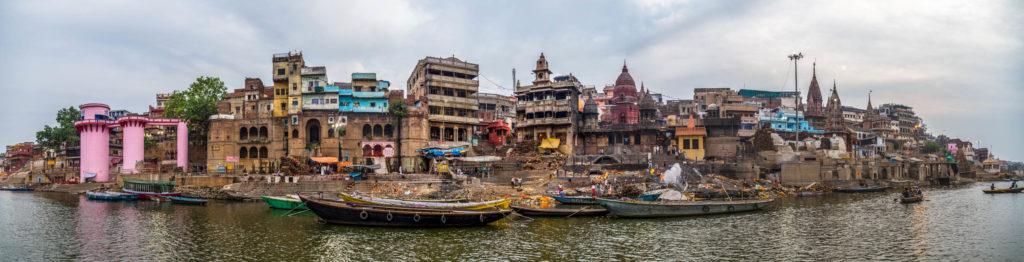 01_Varanasis Blick vom Ganges aus