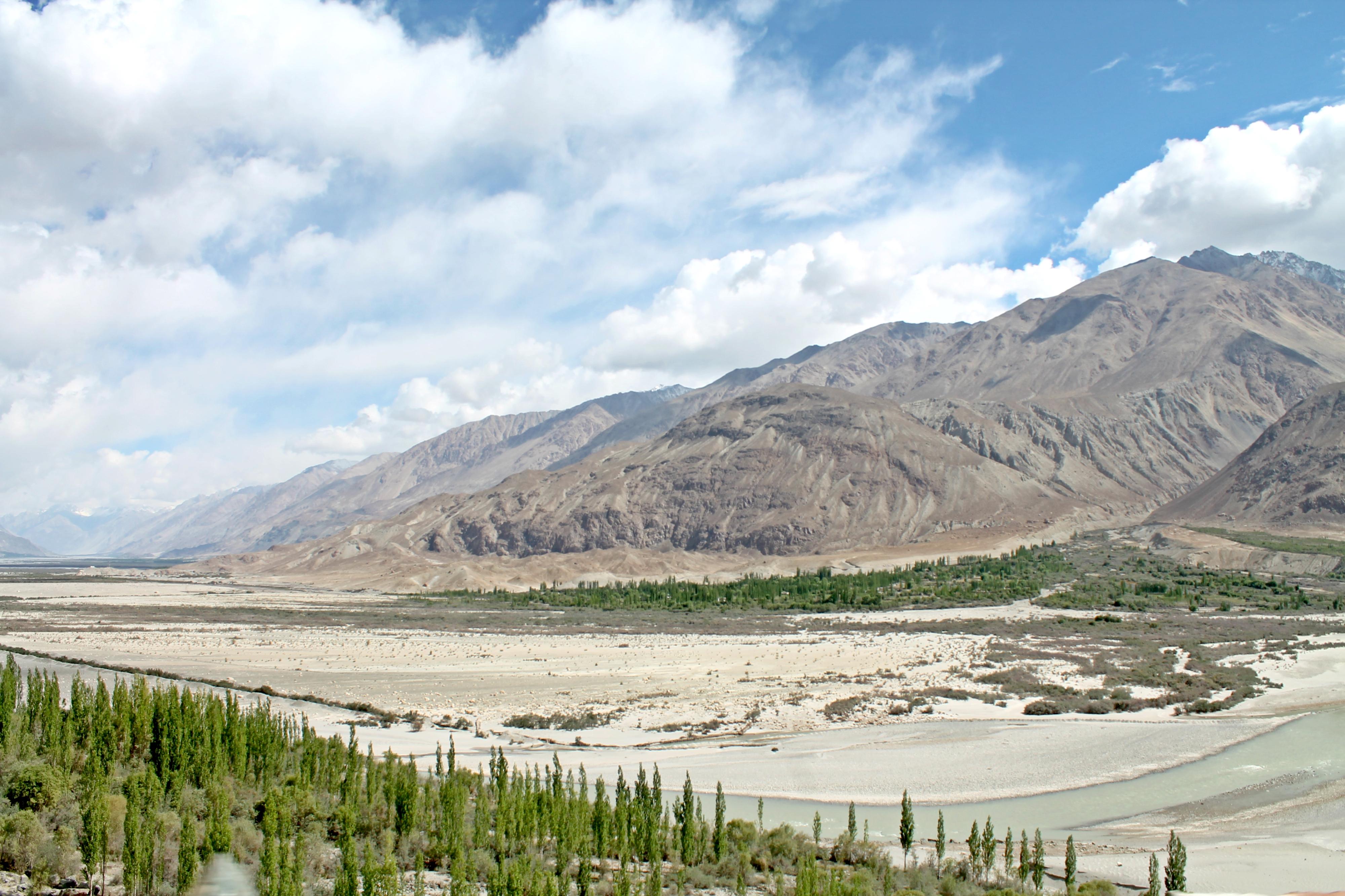 In Ladakh im Norden Indiens wird es eventuell etwas wolkig, aber es regnet selten!