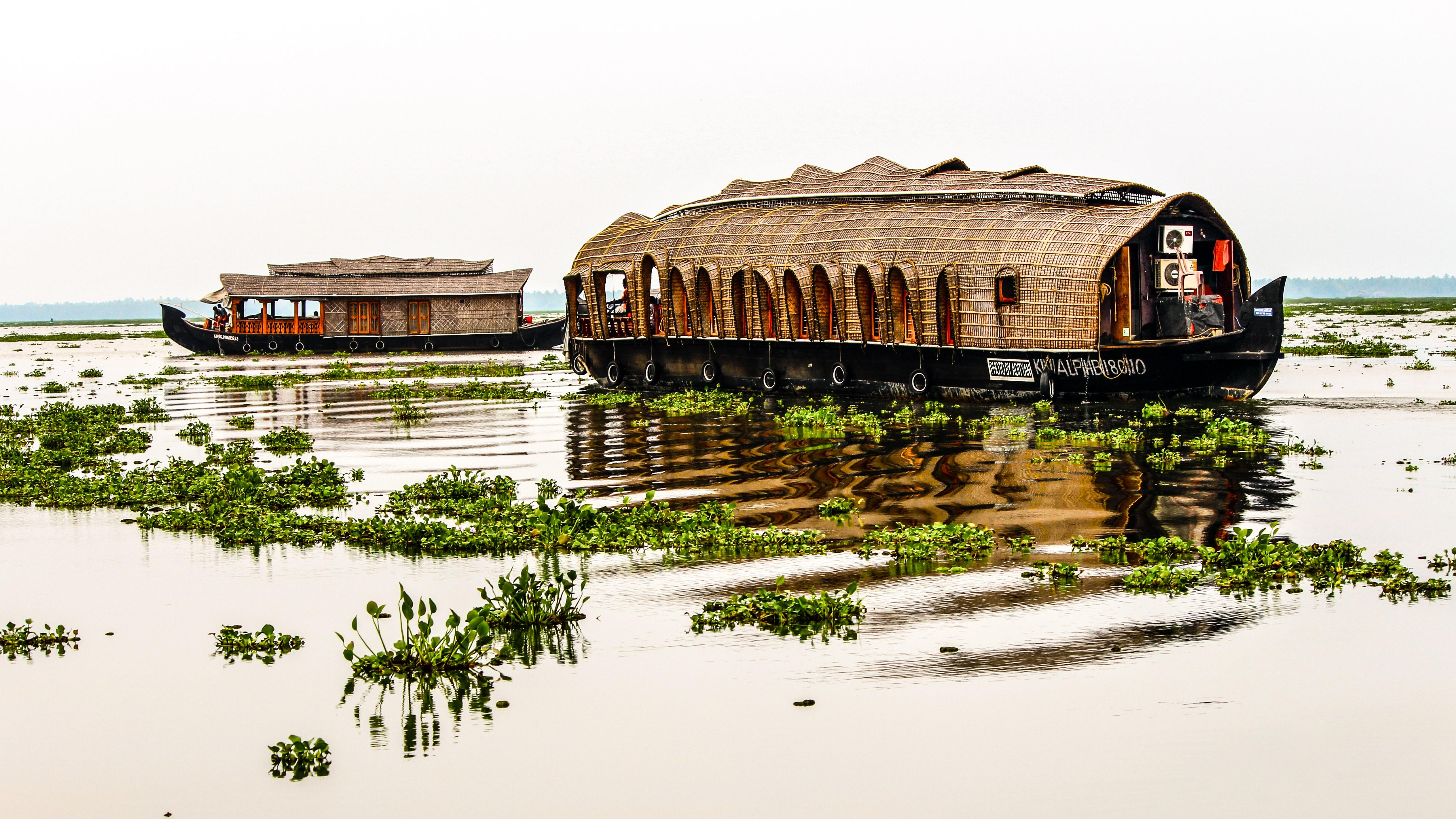 houseboat on backwaters