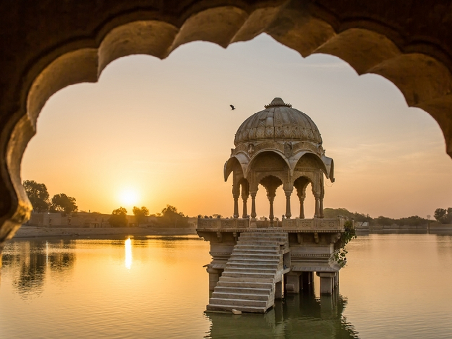 Gadi Sagar Lake in Jaisalmer, Unique experiences in India