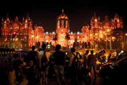 Mumbai bei Nacht, Indien mit Kindern