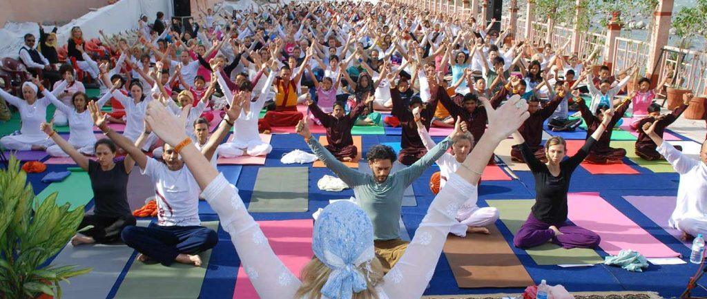 yoga in india (parmath niketan ashram)