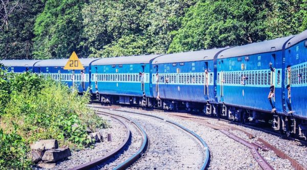 Trains in India, Ways to get from Mumbai to Kerala