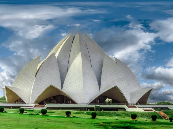 Lotus Temple in New Delhi, Budget trips to India