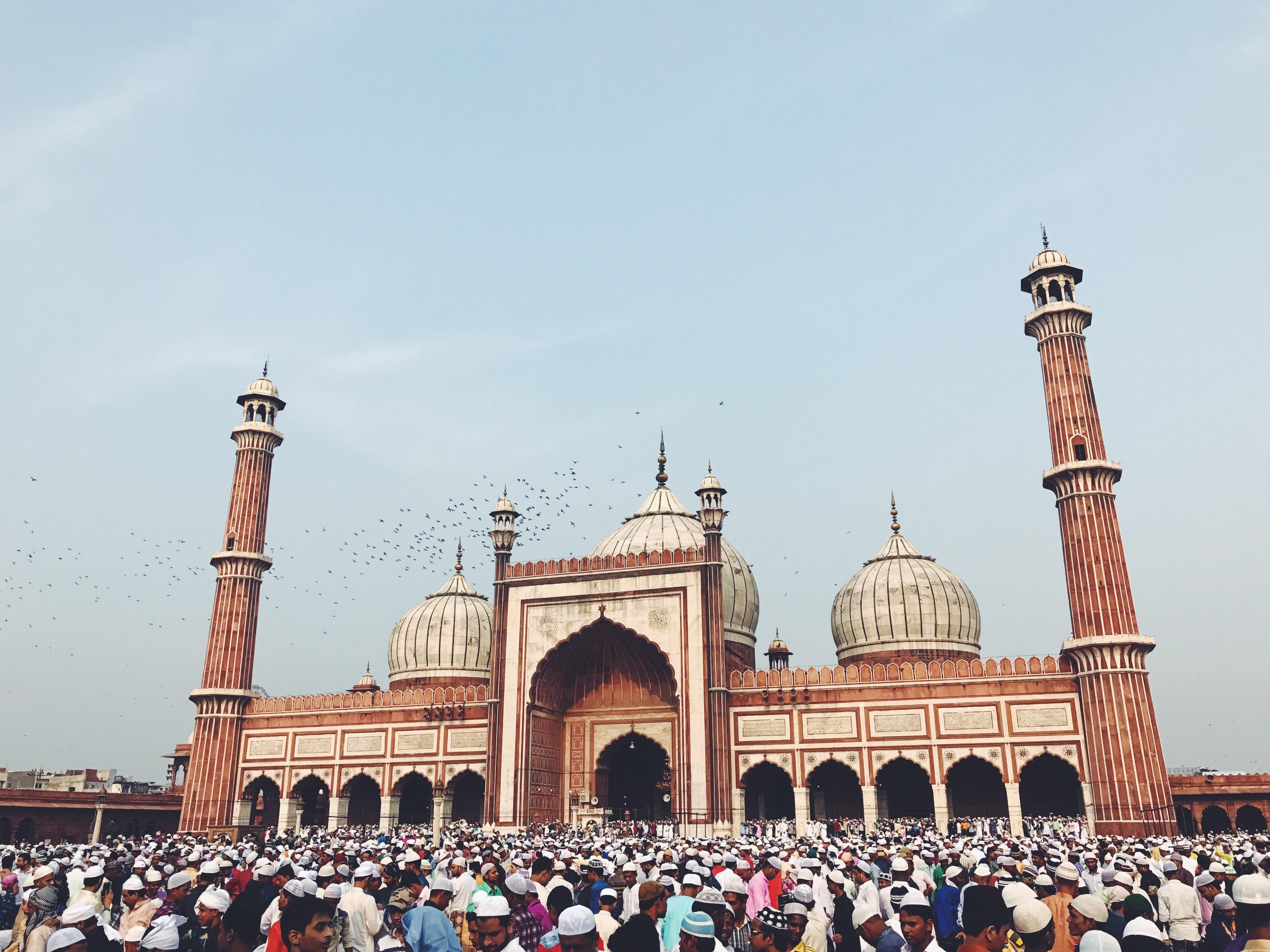People praying at Jama Masjid, why visit Delhi
